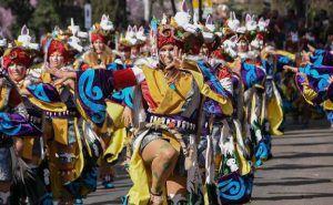 Desfile de comparsas en el carnaval de Badajoz